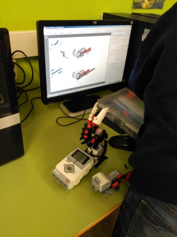 LegoRobot2015-12-030 (6)