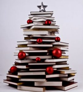 originales-arboles-de-navidad-hechos-con-libros-9